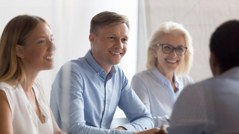 specialiști HR în dialog